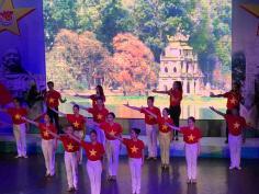 Chi đoàn Nhà hát ca múa nhạc dân tộc Bông Sen tham gia chương trình