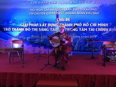 Chương trình âm nhạc dân tộc tại Hội nghị gặp mặt giữa Lãnh đạo Thành phố với chuyên gia trí thức, doanh nhân kiều bào
