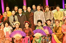 Nhà hát ca múa nhạc dân tộc Bông Sen biểu diễn tại Hàn Quốc